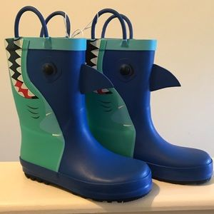 HP!!🦈NWT Cat & Jack shark rain boots size 11 🦈